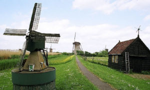 Netherlands : Volendam Village, Windmills and a Thousand Canals