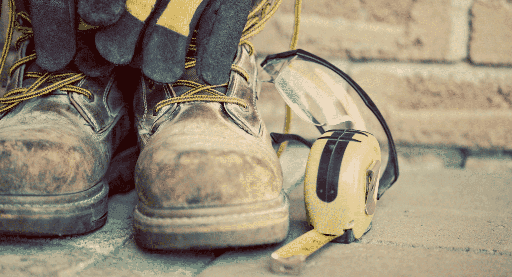 How to Take Care of Safety Shoes To Be Durable and Durable