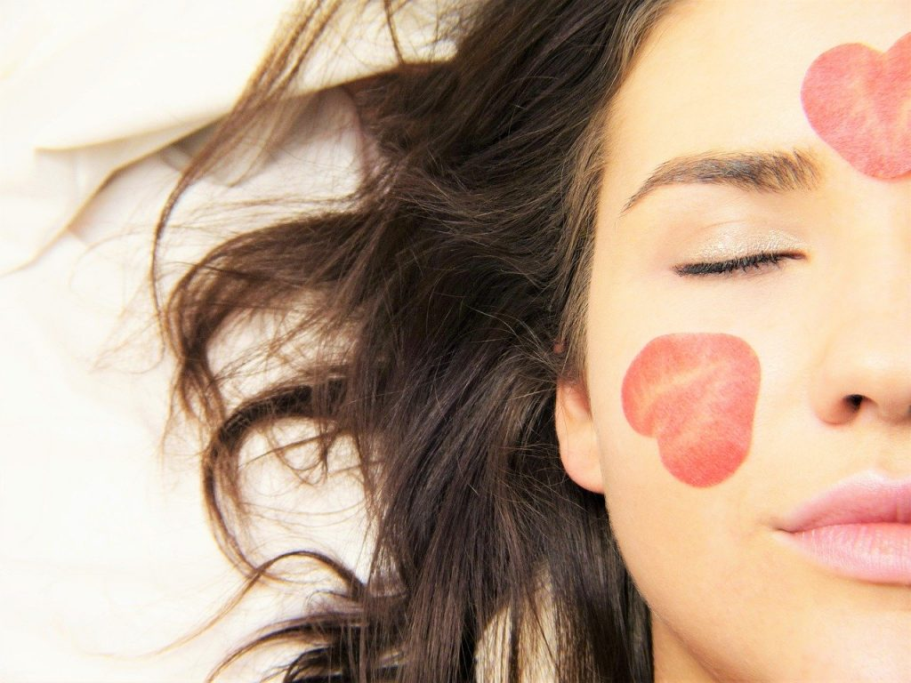 Benefits of melatonin for facial skin in skin care products