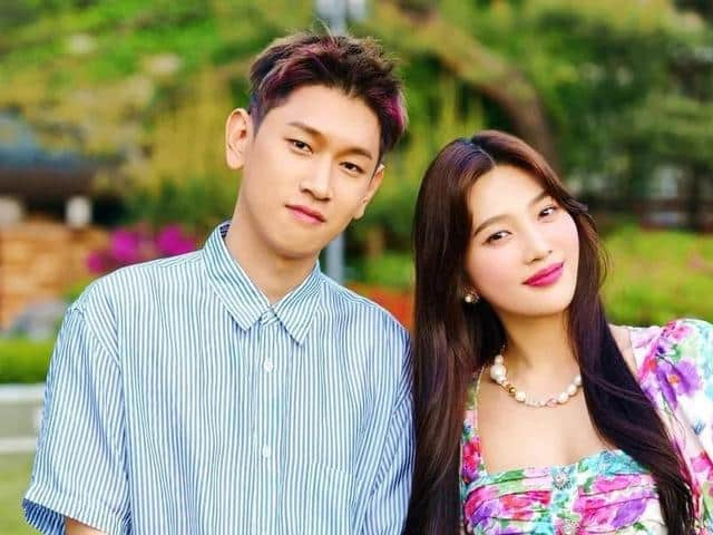 Joy and Crush Are Officially Dating